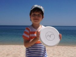 Frisbee With Child Ze